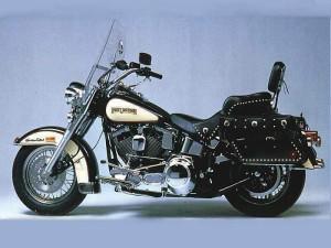 Harley-Davidson-FLSTC-heritage-softail-classic