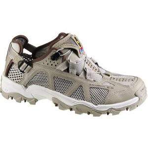 outdoors-footwear