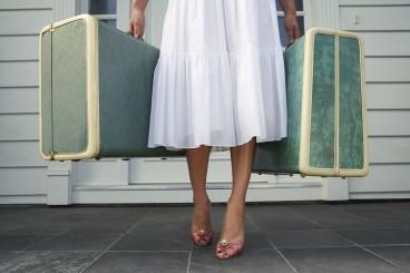 girl-with-luggage