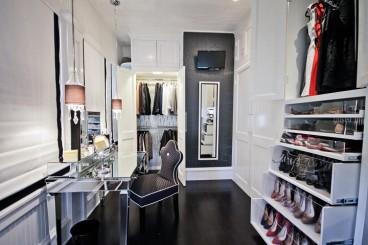 DIY-dressing-table-in-room