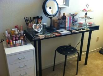 DIY-vanity-table-black