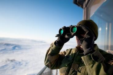 binoculars-snow