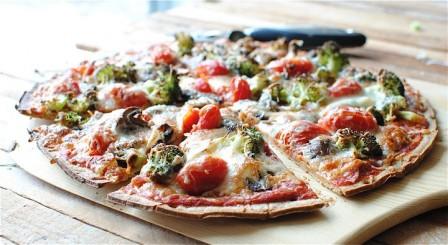 broccoli-and-tomato-pizza