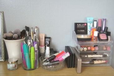 organise-makeup-jars