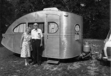 old-caravan