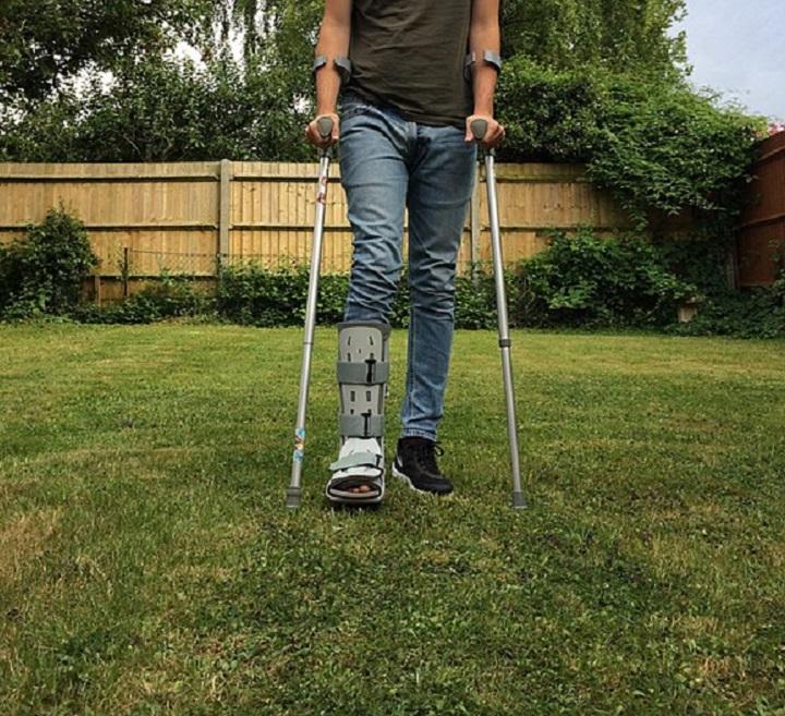 moon boot walking injury crutches