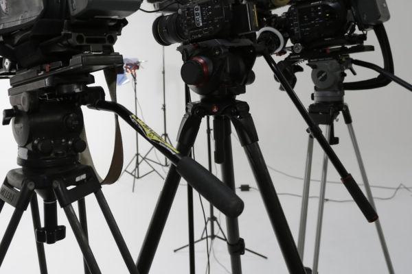 Find Video Camera Tripods For Sale   Junk Mail